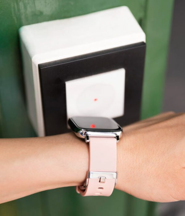 close-up-hand-using-smartwatch-security (1)
